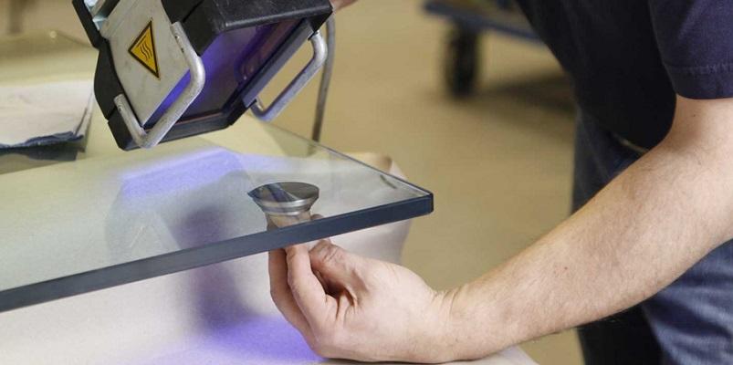 как склеить стекло с металлом