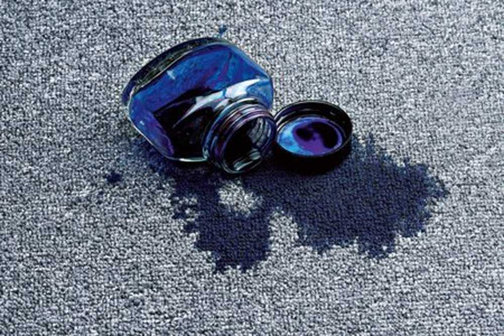 удалить пятно от чернил с ковра