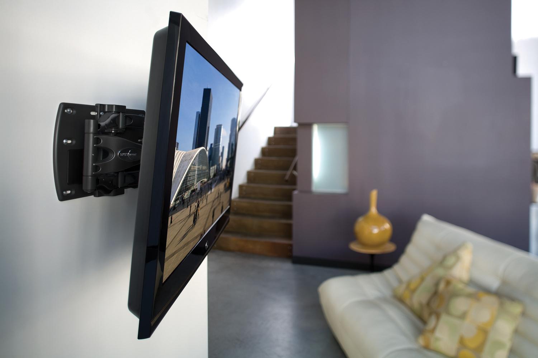 телевизор с наклонным креплением