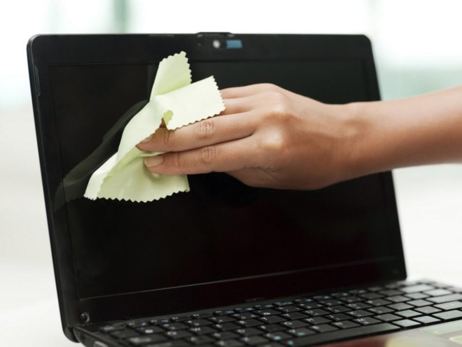 чистка экрана ноутбука