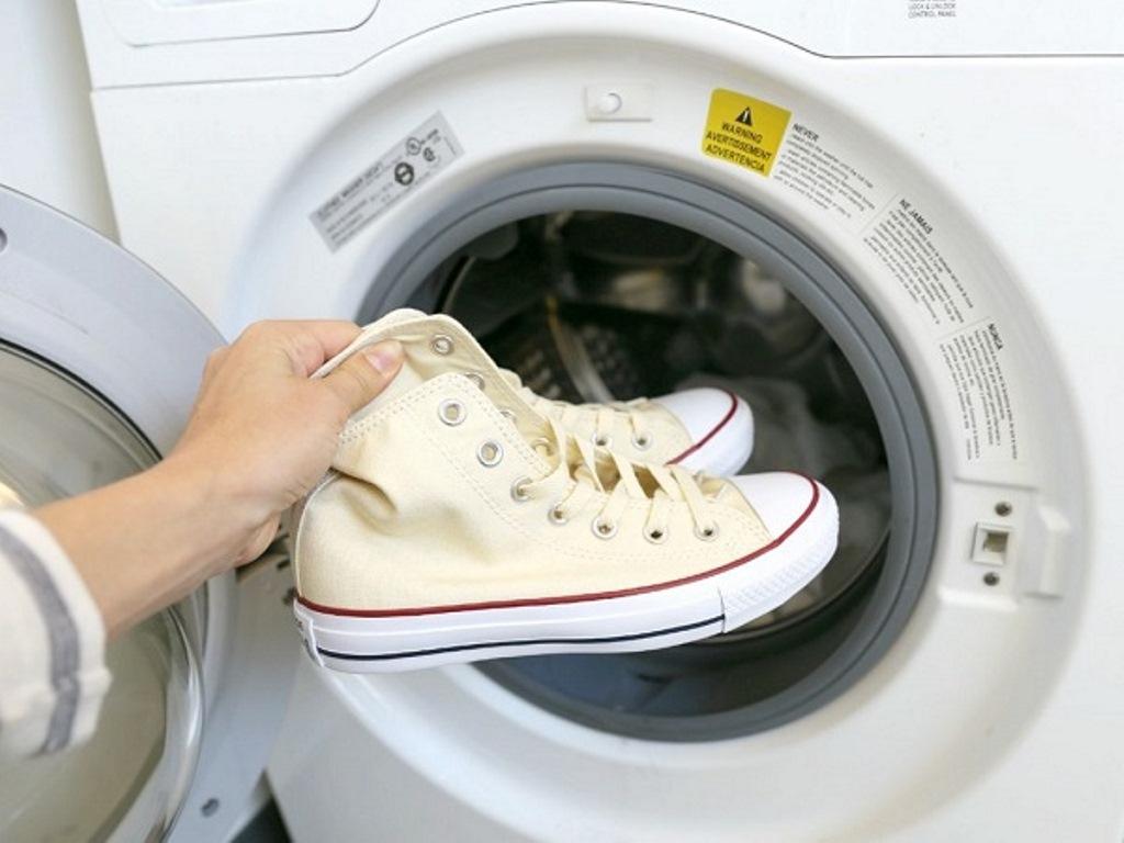 стирка белой обуви