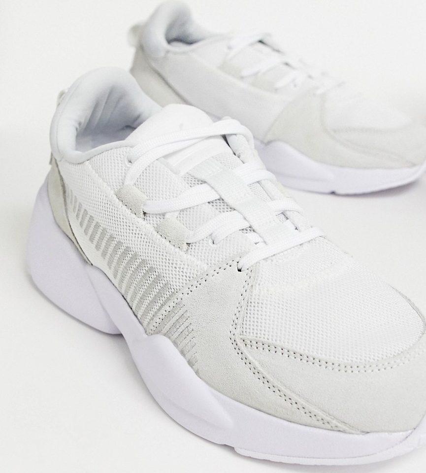 белые замшевые кроссовки