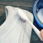 чистка подошвы кроссовок порошком