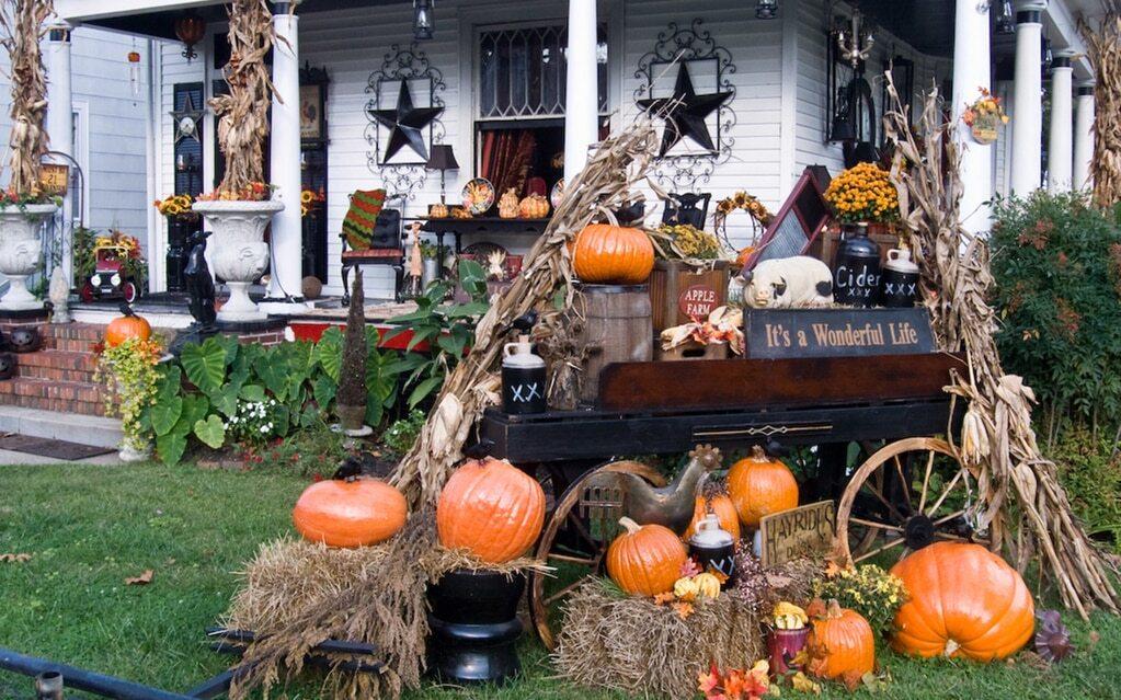 декор двора на хэллоуин