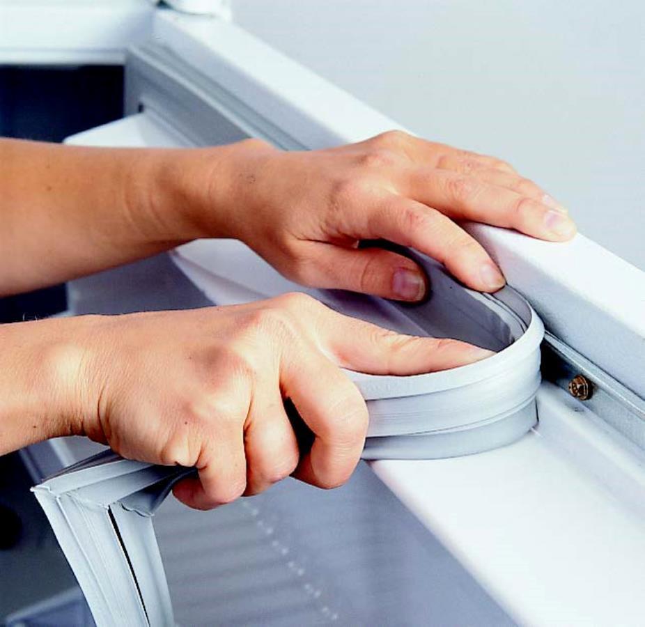 замена резинки в холодильнике