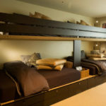 кровать-диван коричневій