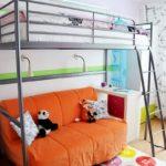 кровать-диван яркий