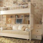 кровать-чердак с диваном белым