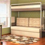 кровать-чердак с диваном бежевым
