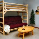кровать-чердак с диваном из сруба