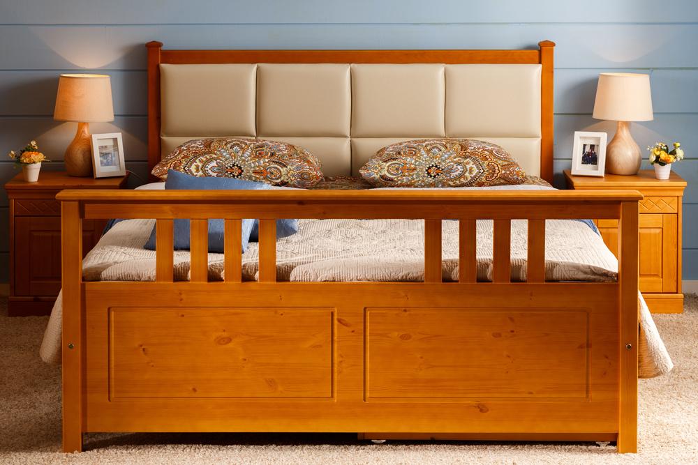 двуспальная кровать из массива дерева фото