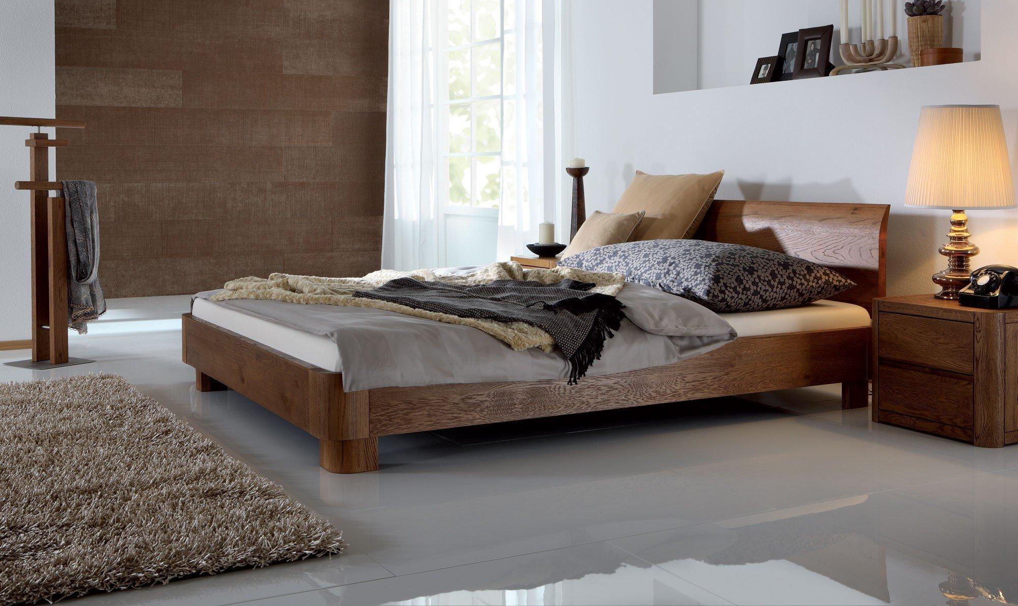 двуспальная кровать из массива дуба фото
