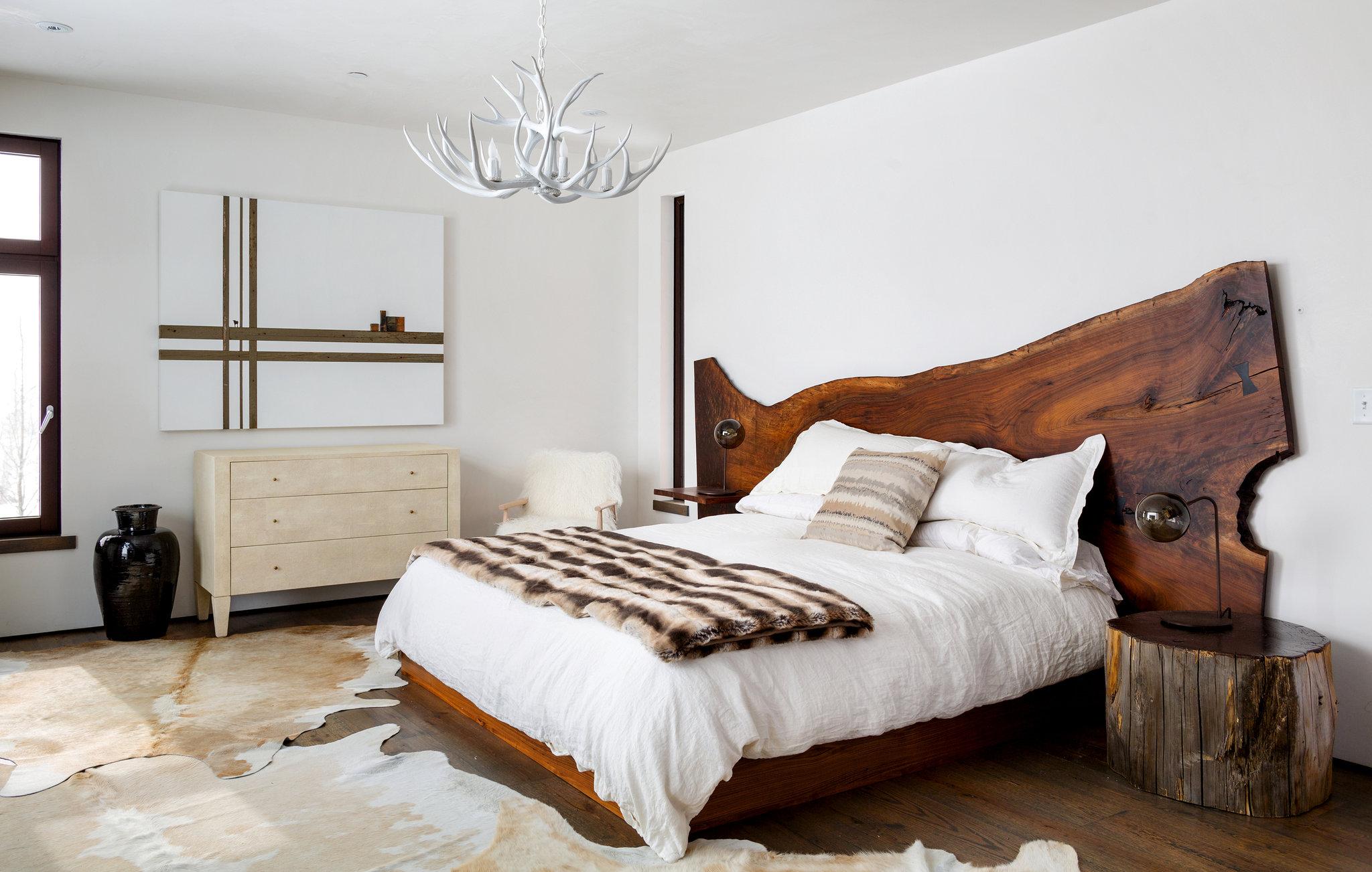 двуспальная кровать из массива оформление