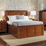 двуспальная кровать с ящиками декор фото