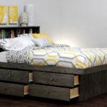 двуспальная кровать с ящиками оформление фото