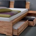 двуспальная кровать с выдвижными ящиками