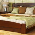 двуспальные кровати из массива дерева в интерьере
