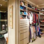 пример встроенной гардеробной с местом для хранения обуви