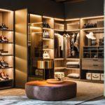 просторный встроенный шкаф с местом для хранения обуви