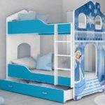 голубая кровать для девочки
