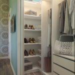 сета в шкафу для обуви