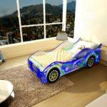 стильная кровать-машина для мальчика