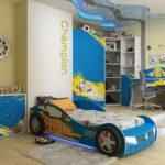вариант синей кровати-машины для мальчика