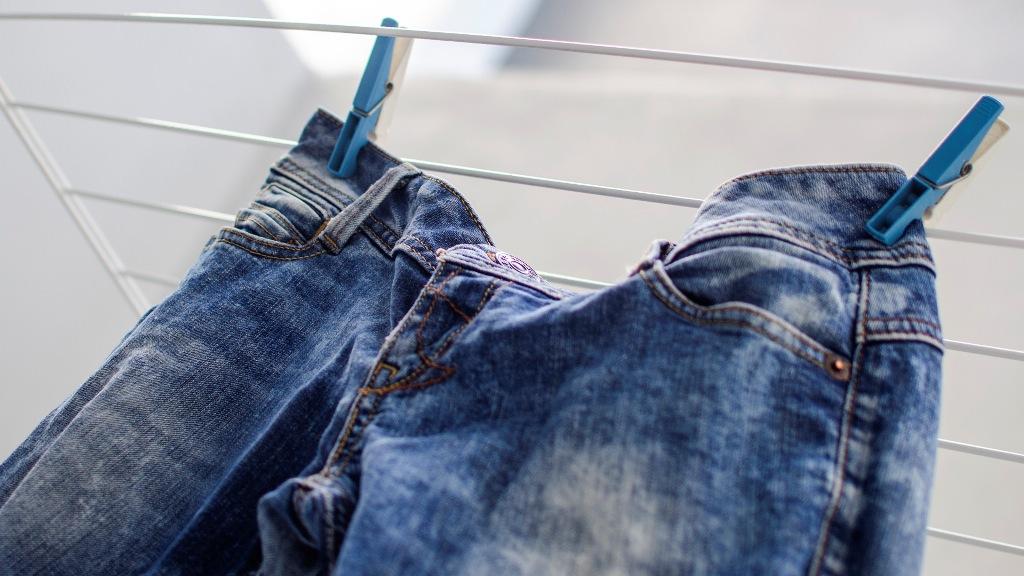 как очистить джинсы от краски варианты
