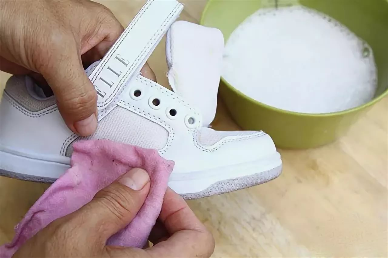 как отбелить белые кроссовки фото