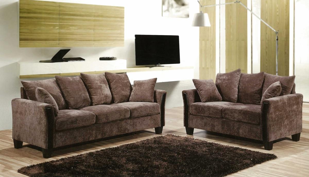 диван с обивкой из велюра