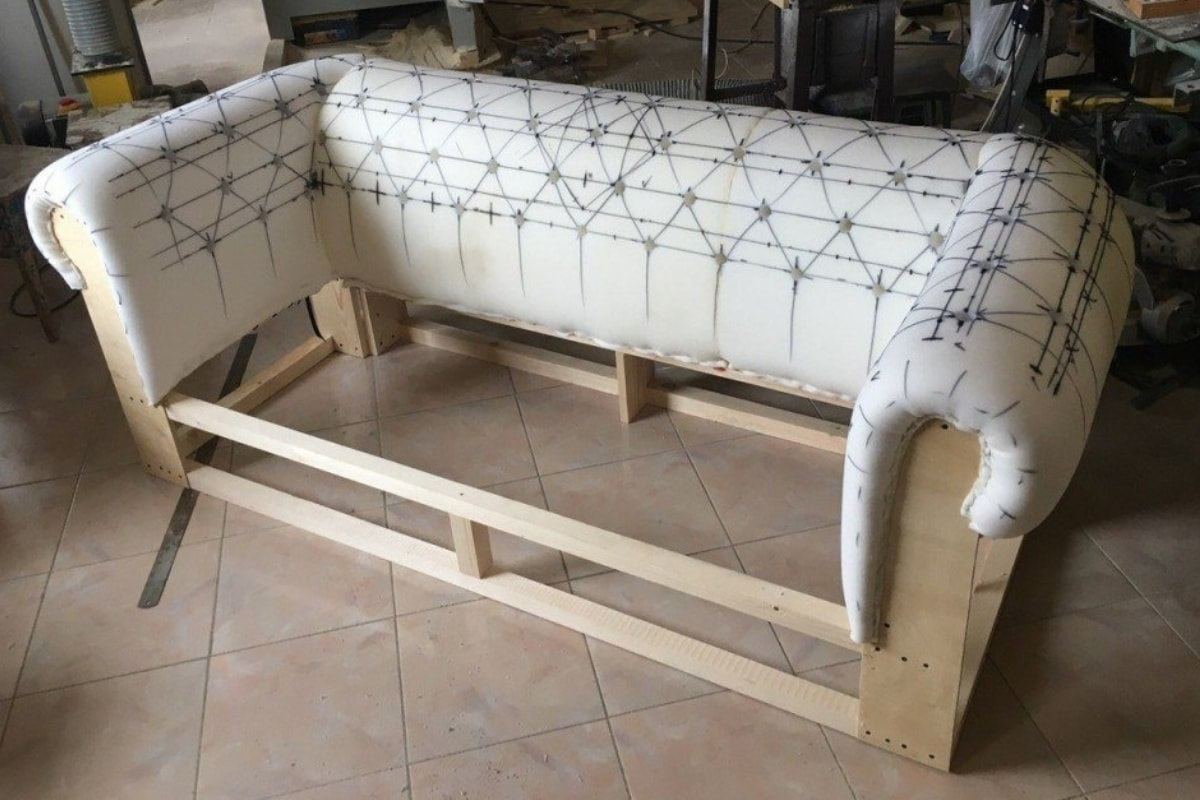сборка дивана после перетяжки