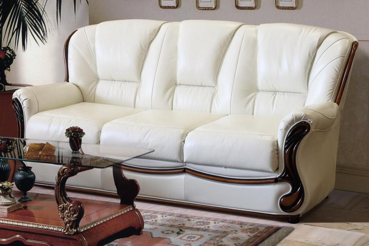 как почистить диван белый