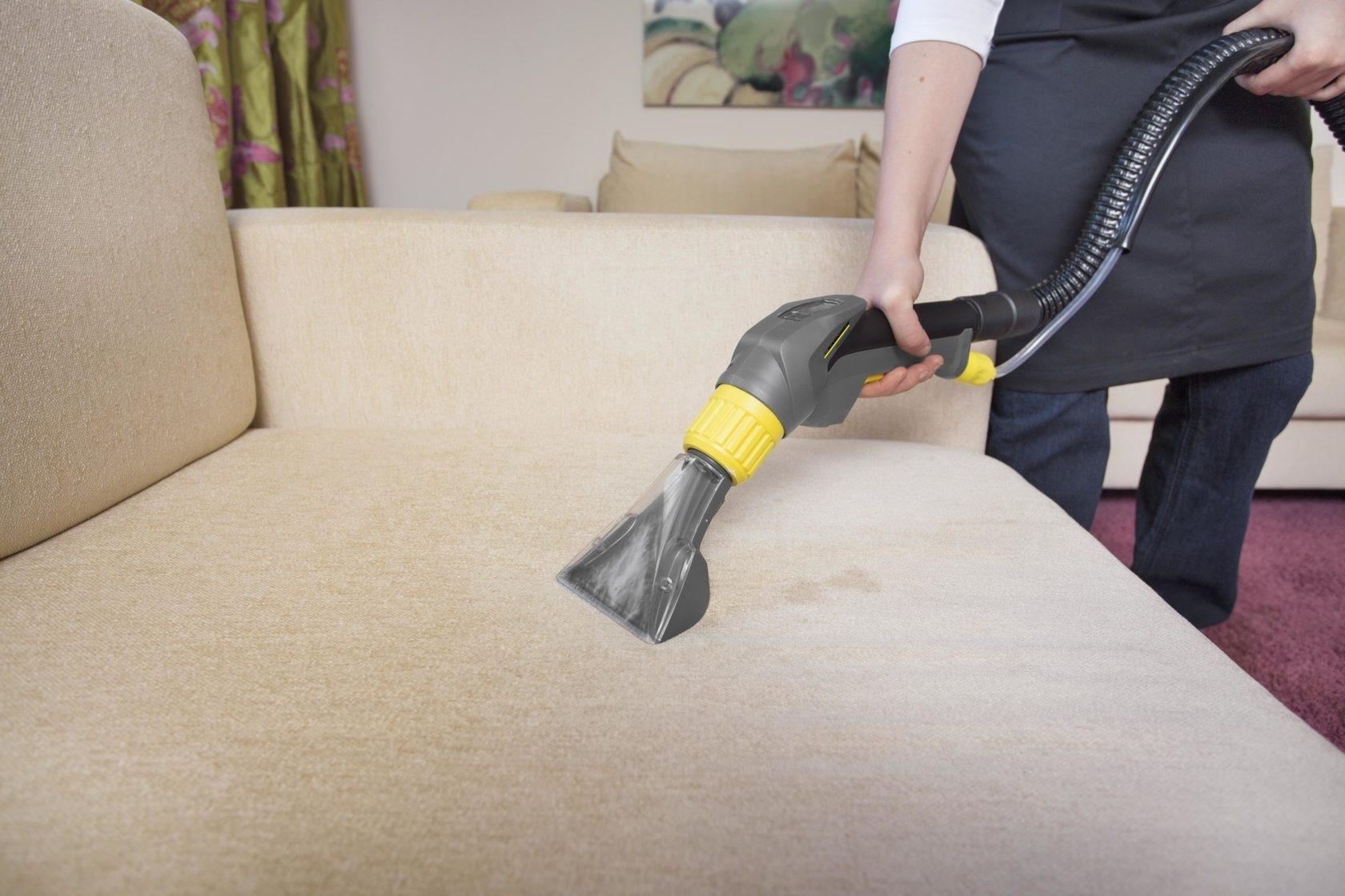 как почистить диван с помощью пылесоса