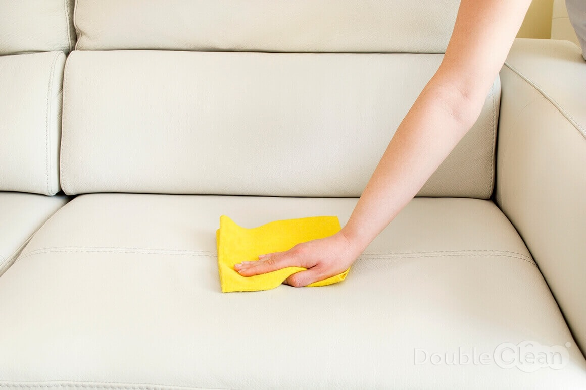 как почистить диван от вина
