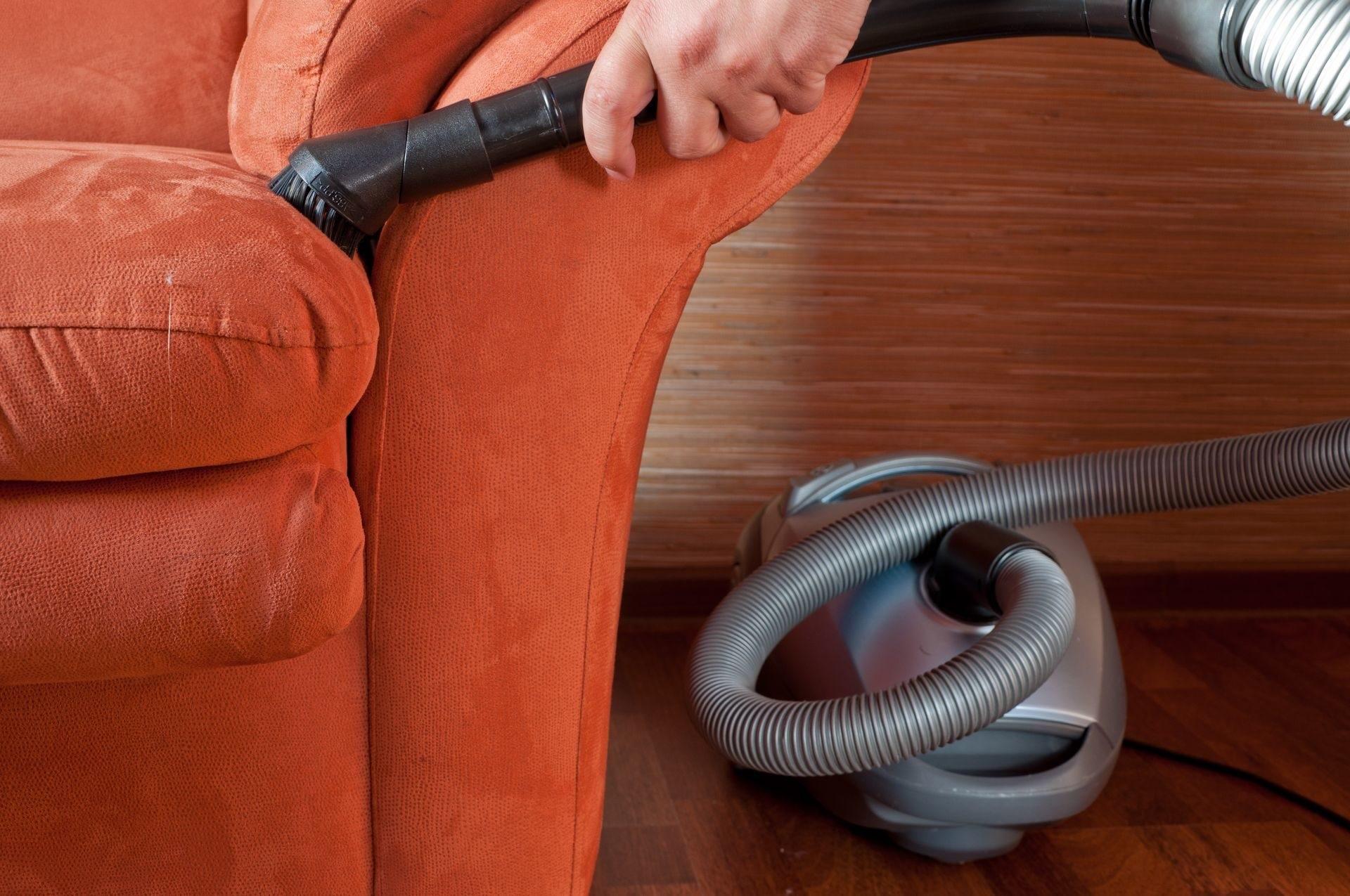 как почистить мягкую мебель щеткой