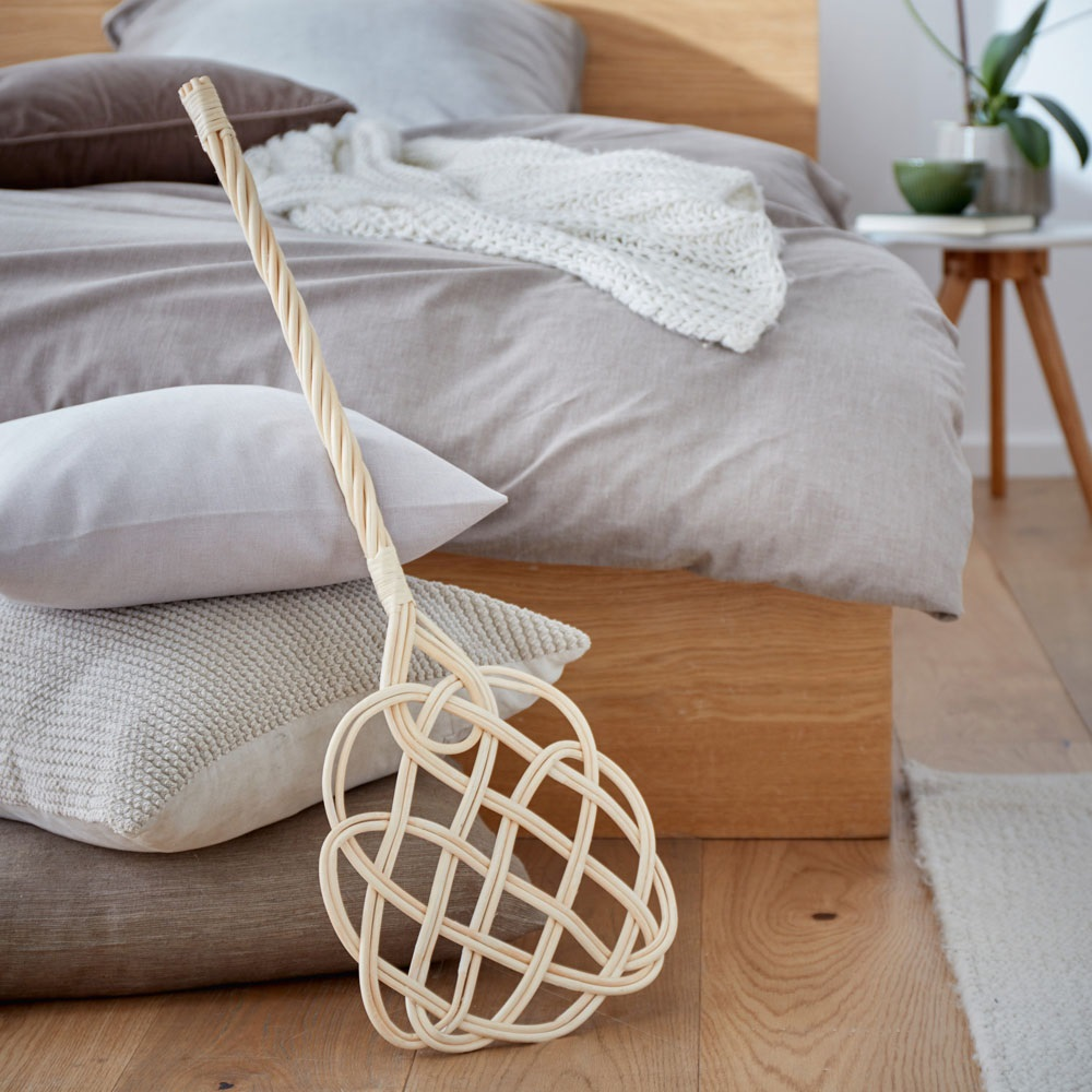 как почистить мягкую мебель выбиванием