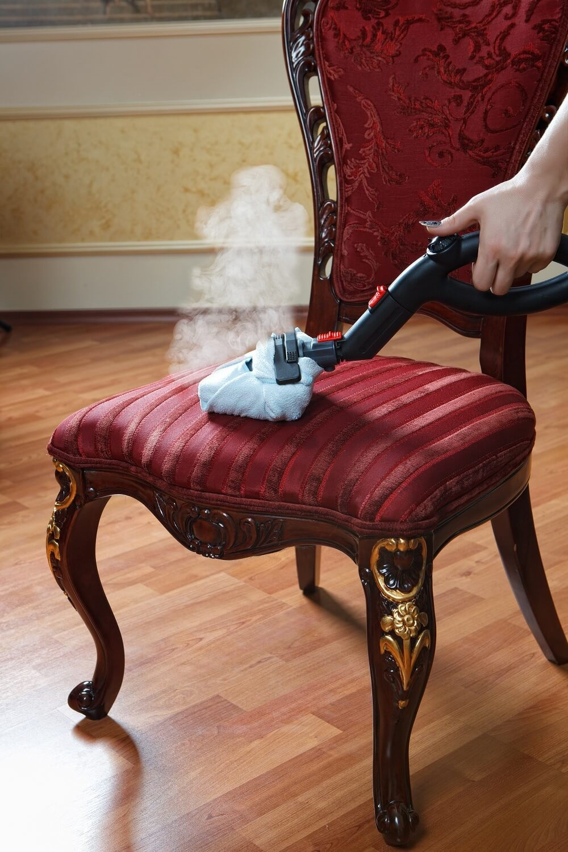 как почистить мягкую мебель пароочистителем