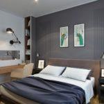 кровать с темно синим покрывалом