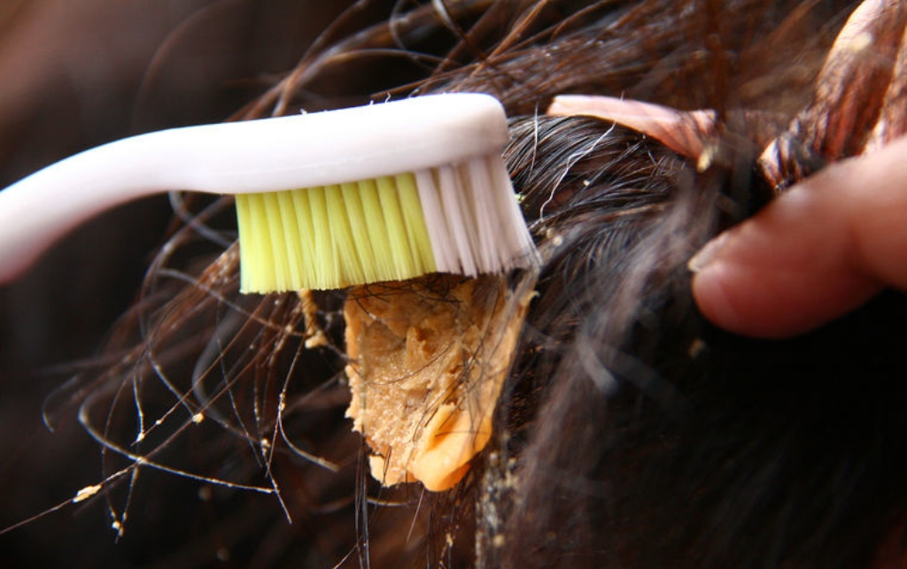 как убрать жвачку с волос арахисовой пастой