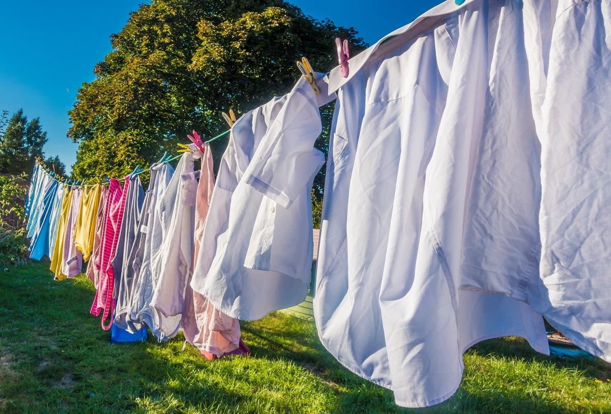 как высушить одежду на улице