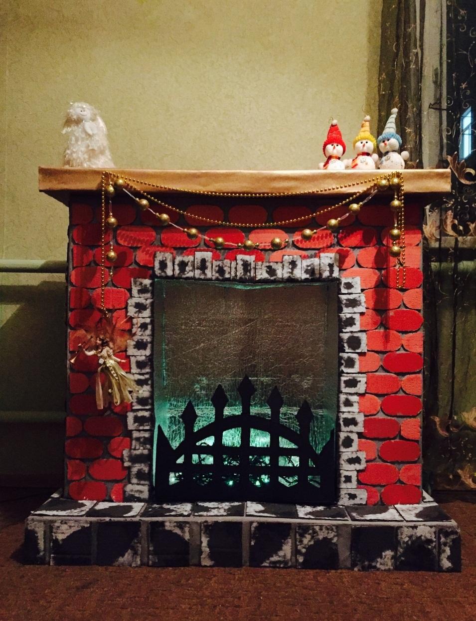 камин из картона с декоративной решеткой