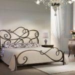 кованая кровать декор