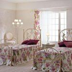 кованая кровать виды декора