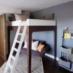кровать-чердак аскетичная