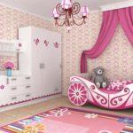 яркая кровать-машина для девочки