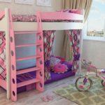 компактная двухярусная кровать для девочки
