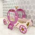 кровать для девочки в иде машины для принцессы