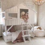 кровать-домик для детей с зайцами