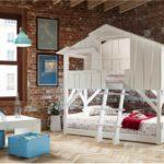 кровать-домик для детей кирпичная стена