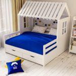 кровать-домик для детей синий матрас